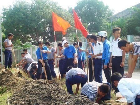 images doan vien thanh nien ra quan nao vet kenh muong - Ngày hội thanh niên hành động vì môi trường