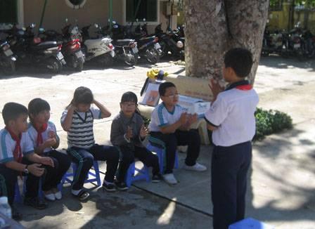 images hoithiphutrachsaogioi2011 hoi thi phu trach sao gioi 2011 3 - Hội thi Phụ trách sao giỏi năm học 2010 - 2011: Hội đồng Đội thị xã Ninh Hòa đoạt giải nhất toàn đoàn