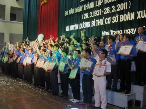 images lekyniem80nam 80 bi thu co so doan xuat sac duoc tuyen duong - Lễ kỷ niệm 80 năm thành lập Đoàn TNCS Hồ Chí Minh và tuyên dương 80 Bí thư cơ sở Đoàn xuất  sắc