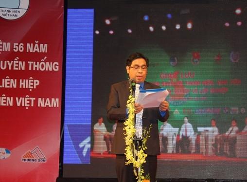 Chủ tịch Hội LHTN Việt Nam Nguyễn Phước Lộc đọc diễn văn tuyên dương 56 đội nhóm trưởng thanh niên làm kinh tế giỏi