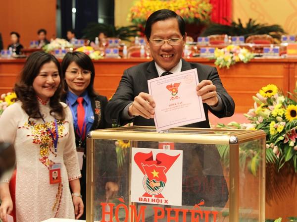 AnhMaiBophieu 1 - Bỏ phiếu bầu Ban chấp hành Trung ương Đoàn khóa X
