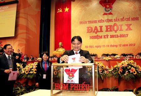 Anhvinh8803 1 - Bỏ phiếu bầu Ban chấp hành Trung ương Đoàn khóa X