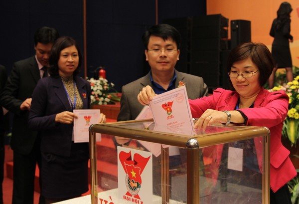 Bỏ phiếu bầu Ban chấp hành Trung ương Đoàn khóa X