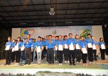 Hội Liên hiệp Thanh niên Việt Nam tỉnh Khánh Hòa: Năm 2013, tặng tủ sách cho cán bộ, nhân dân huyện đảo Trường Sa