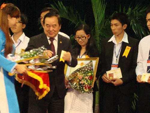 2h1 7d83b - Trao giải thưởng Tài năng sáng tạo trẻ Việt Nam năm 2012