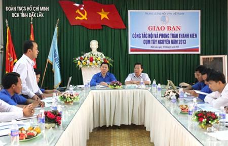 Phatbieutraodoi - Giao ban công tác Hội và phong trào TN cụm Tây Nguyên và cụm Duyên hải Nam Trung Bộ năm 2013