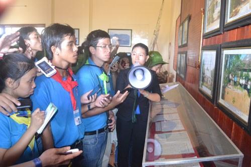SVLySon4 jpgpv875715bd9e8d0f96 - Sinh viên xây dựng Cột cờ Tổ quốc trên đảo Lý Sơn