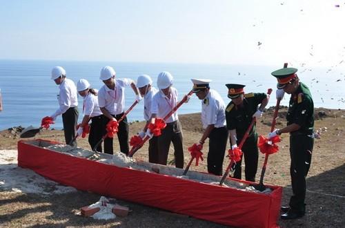 images661824 image001 - Sinh viên xây dựng Cột cờ Tổ quốc trên đảo Lý Sơn