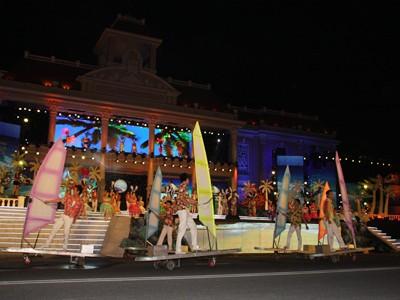 images851174 3 1 - Những hình ảnh về Lễ bế mạc Festival Biển 2013