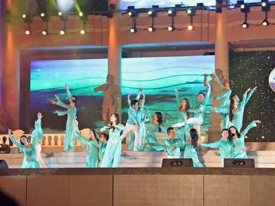 images851184 12 1 - Những hình ảnh về Lễ bế mạc Festival Biển 2013