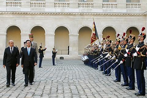"""1 31c1f 1 - Thủ tướng Nguyễn Tấn Dũng: """"Con tầu"""" Việt-Pháp đã cập bến Đối tác chiến lược"""