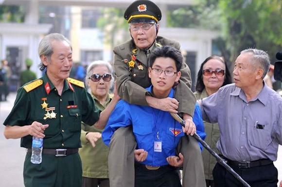 Những sinh viên để lại ấn tượng khó phai trong lễ Quốc tang Đại tướng