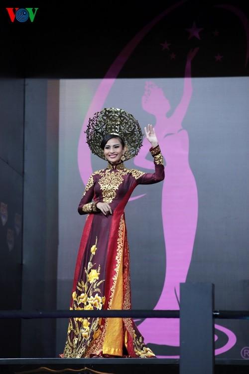 IMG 0789 1 - Trương Thị May rạng rỡ trình diễn áo dài ở Hoa hậu Hoàn vũ