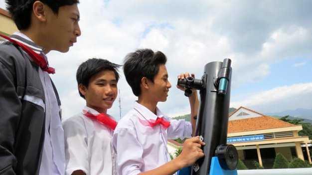 d4cRm0r3 Học sinh lớp 9 chế tạo kính thiên văn