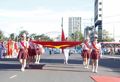 images949787 NTDD  6  1 - Nha Trang: Hơn 3.500 học sinh tham gia duyệt đội ngũ và diễu hành nghi thức Đội