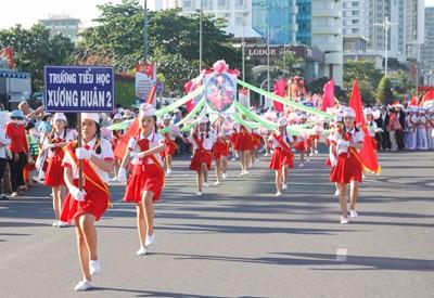 images949795 NTDD  15  1 - Nha Trang: Hơn 3.500 học sinh tham gia duyệt đội ngũ và diễu hành nghi thức Đội