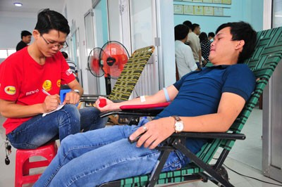 images1050189 doan vien - Gần 1.000 đoàn viên, thanh niên tham gia hiến máu