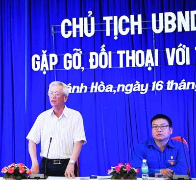 images1058140   ng ch  Nguy n Chi n Th ng tr  l i c c c u h i c a  o n vi n thanh ni n  1  1 - Chủ tịch UBND tỉnh Khánh Hòa đối thoại với hơn 350 đoàn viên, thanh niên