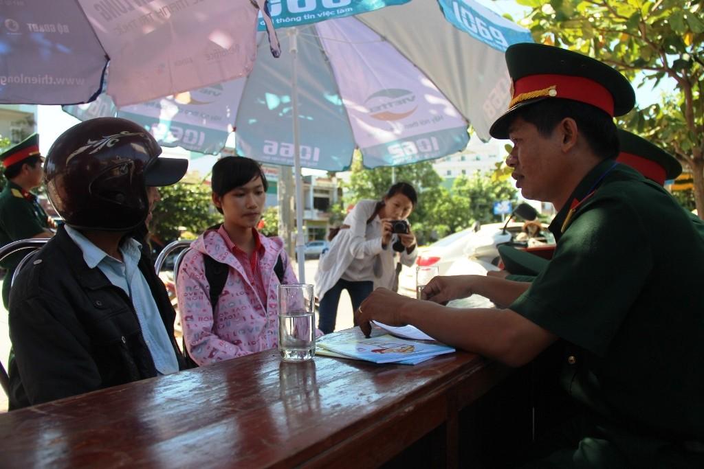 1 1 8d93d 1 - Hàng ngàn tình nguyện viên bừng khí thế ra quân tiếp sức mùa thi
