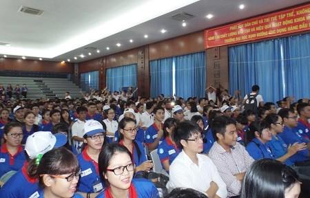 DSCF9377 cf405 1 - Hàng ngàn tình nguyện viên bừng khí thế ra quân tiếp sức mùa thi