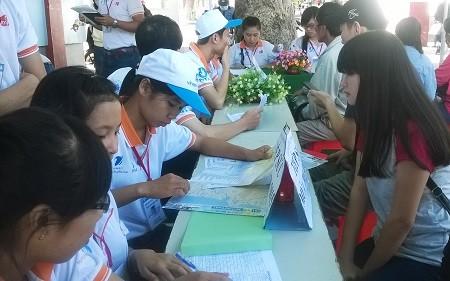 WP 20150627 002 3ef3f 1 - Hàng ngàn tình nguyện viên bừng khí thế ra quân tiếp sức mùa thi