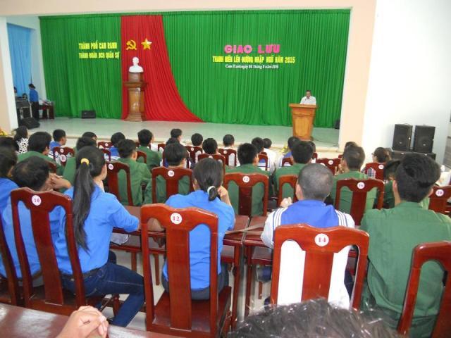 DSCN5342 1 - Thành đoàn Cam Ranh phối hợp Ban Chỉ  huy Quân sự thành phố tổ chức buổi giao lưu với thanh niên lên đường nhập ngũ năm 2015