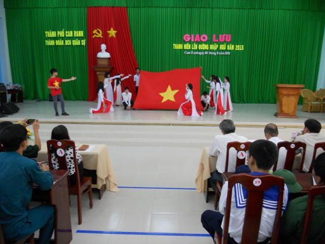 DSCN5344 1 - Thành đoàn Cam Ranh phối hợp Ban Chỉ  huy Quân sự thành phố tổ chức buổi giao lưu với thanh niên lên đường nhập ngũ năm 2015