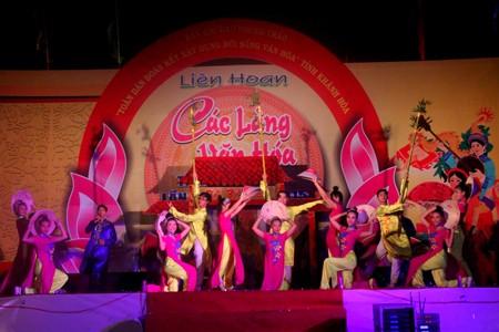 Phần thi chào hỏi của làng Văn hóa Bình Thành (xã Ninh Bình, thị xã Ninh Hòa)