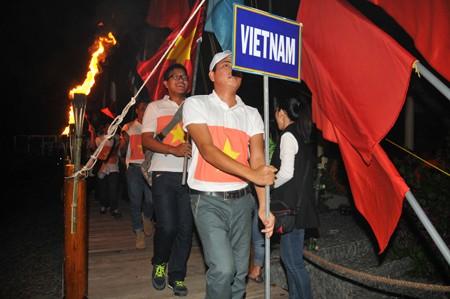 Các tiểu trại tham gia diễu hành