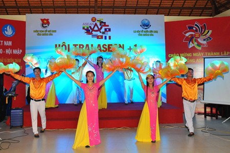 images1106451 vannghe2 1 - Sôi nổi Hội trại ASEAN+1
