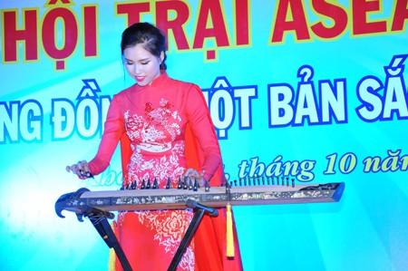 Top 15 Hoa hậu Hoàn vũ năm 2015 Đặng Dương Thanh Thanh Huyền là khách mời tham gia hội trại.