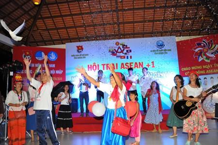 images1106457 daibieu 1 - Sôi nổi Hội trại ASEAN+1