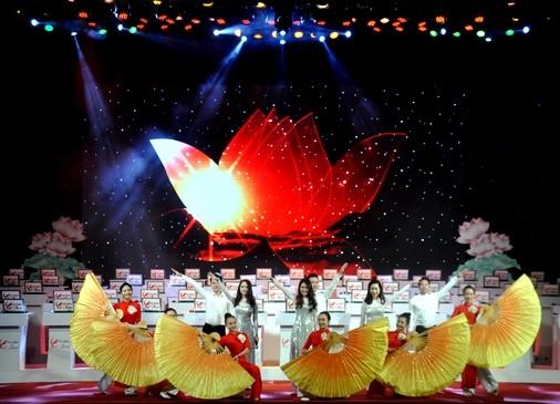 """Huỳnh Thanh Thân (11B1 Trường THPT Trần Bình Trọng) giành giải Nhất cuộc thi """"Tự hào Việt Nam"""" 2015"""