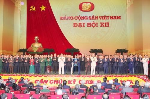 Ban Chấp hành Trung ương khóa XII ra mắt Đại hội. (Nguồn: TTXVN)