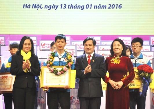 Thí sinh Huỳnh Thanh Thân (Khánh Hòa) đã giành chiến thắng thuyết phục với 290,5 điểm