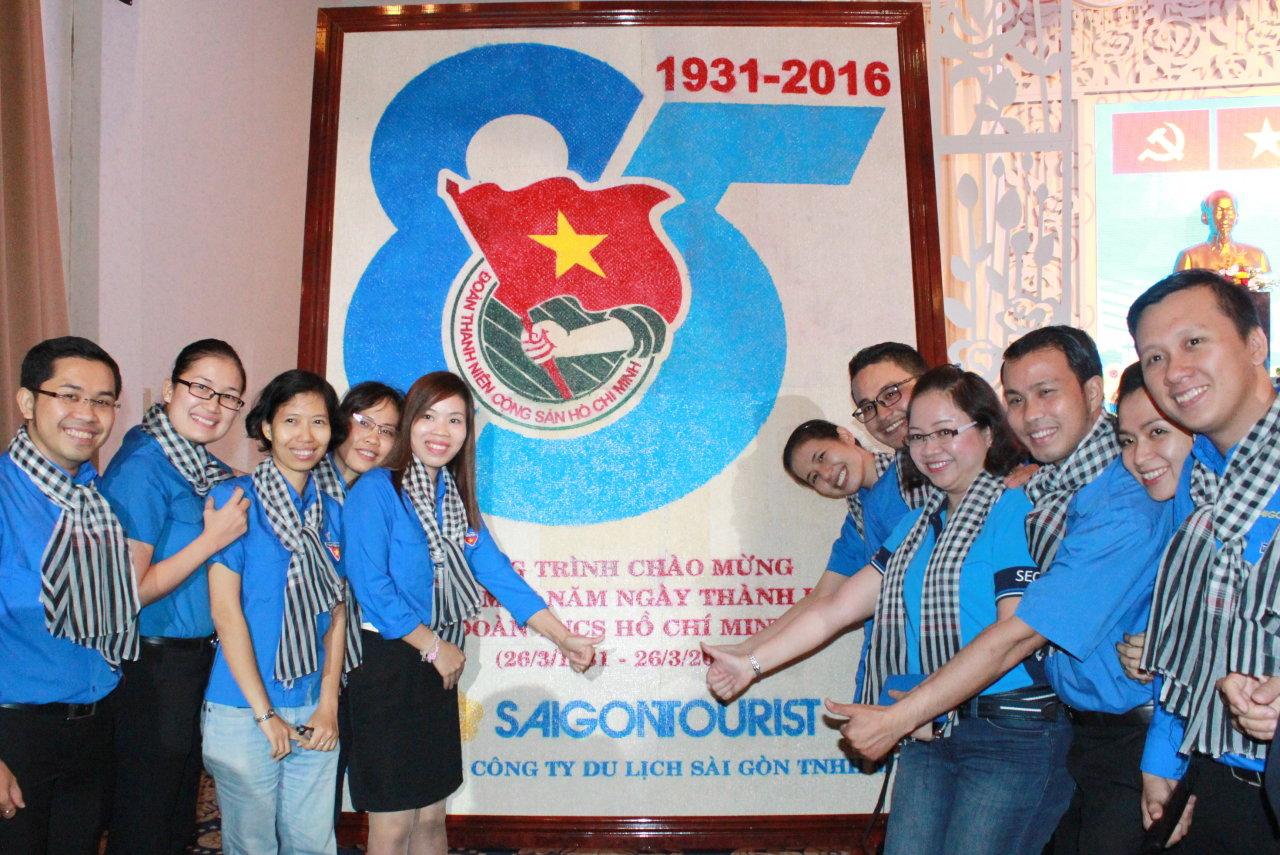 1460195795 - Dùng 8,5kg gạo kết bức tranh logo mừng sinh nhật Đoàn