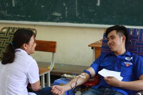 HMND20162010 1 - Đoàn Thanh niên Trường Cao đẳng Y tế Khánh Hòa tổ chức ngày hội hiến máu tình nguyện