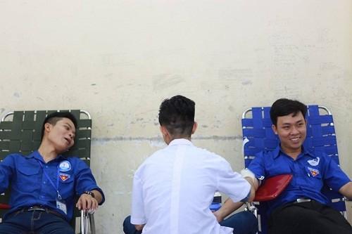 HMND20162012 1 - Đoàn Thanh niên Trường Cao đẳng Y tế Khánh Hòa tổ chức ngày hội hiến máu tình nguyện