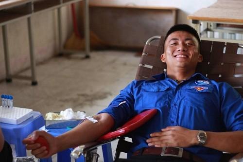 HMND2016202 1 - Đoàn Thanh niên Trường Cao đẳng Y tế Khánh Hòa tổ chức ngày hội hiến máu tình nguyện