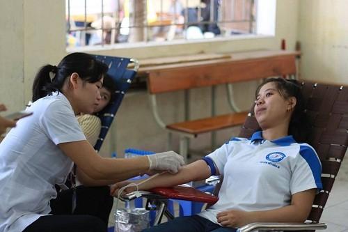 HMND2016206 1 - Đoàn Thanh niên Trường Cao đẳng Y tế Khánh Hòa tổ chức ngày hội hiến máu tình nguyện