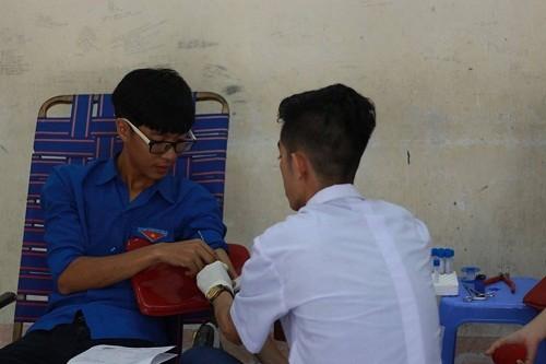 HMND2016207 1 - Đoàn Thanh niên Trường Cao đẳng Y tế Khánh Hòa tổ chức ngày hội hiến máu tình nguyện