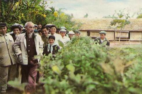 bac ho tham que CQEA 1 - Cội nguồn văn hoá Hồ Chí Minh