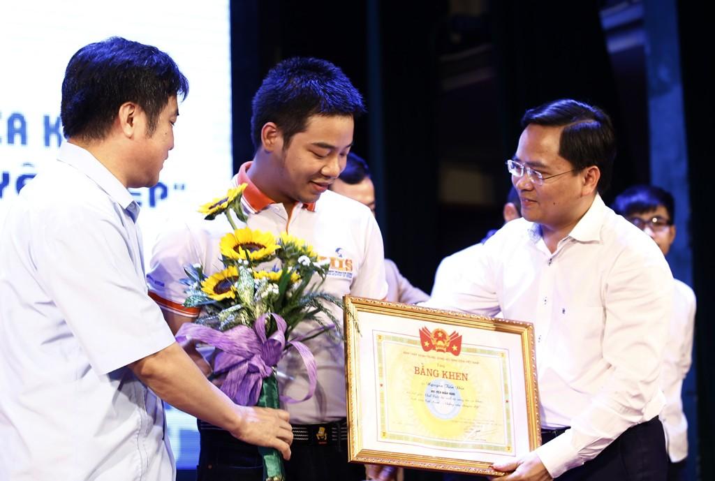 giai20nhat204383 1 - Trao giải cuộc thi viết và sáng tác ca khúc Sinh viên Việt Nam - Những câu chuyện đẹp