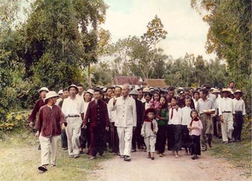 ho chi minh tham que 2 TPPN 1 - Cội nguồn văn hoá Hồ Chí Minh