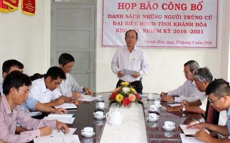 Ông Ngô Truyện công bố danh sách những người trúng cử đại biểu HĐND tỉnh, nhiệm kỳ 2016-2021