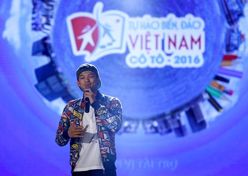 """6923 1 - Đêm nghệ thuật """"Tự hào biển đảo Việt Nam"""" tại huyện đảo Cô Tô"""
