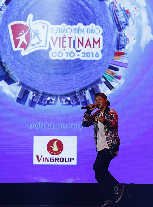 """6925 1 - Đêm nghệ thuật """"Tự hào biển đảo Việt Nam"""" tại huyện đảo Cô Tô"""
