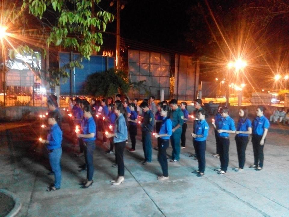 Đoàn xã Phước Đồng tổ chức thắp nến tri ân các anh hùng liệt sỹ
