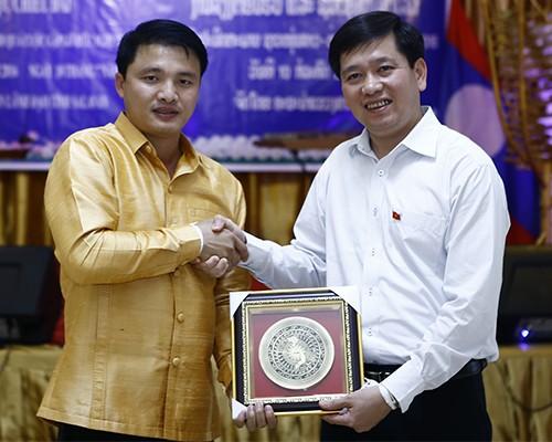 1609 - Thắm tình hữu nghị thanh niên hai nước Việt Nam - Lào