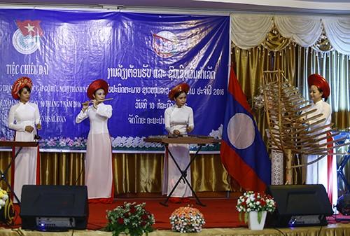 1651 - Thắm tình hữu nghị thanh niên hai nước Việt Nam - Lào